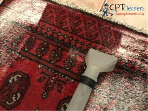 Clean a rug with baking soda